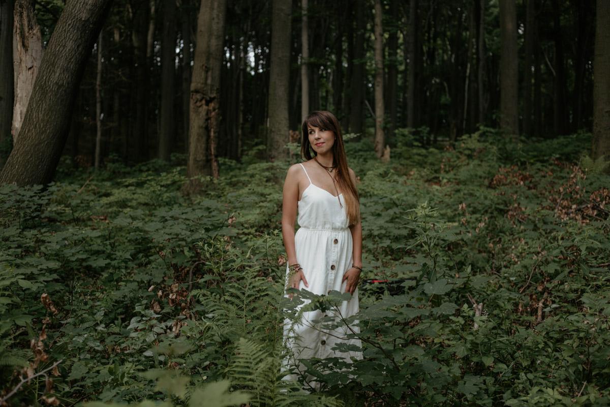 Sesja-narzeczenska-w-lesie-boho-plener-plener-slubny 43